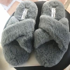 JESSICA SIMPSON Furry Slippers. LARGE 9-10 NWT